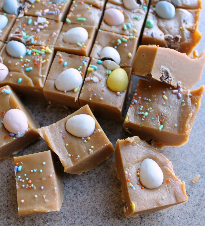squares2Bof2Bjust2Bcut2Bpeanut2Bbutter2Bfudge2Bwith2Bmini2Bchocolate2Beggs2Band2BEaster2Bsprinkles