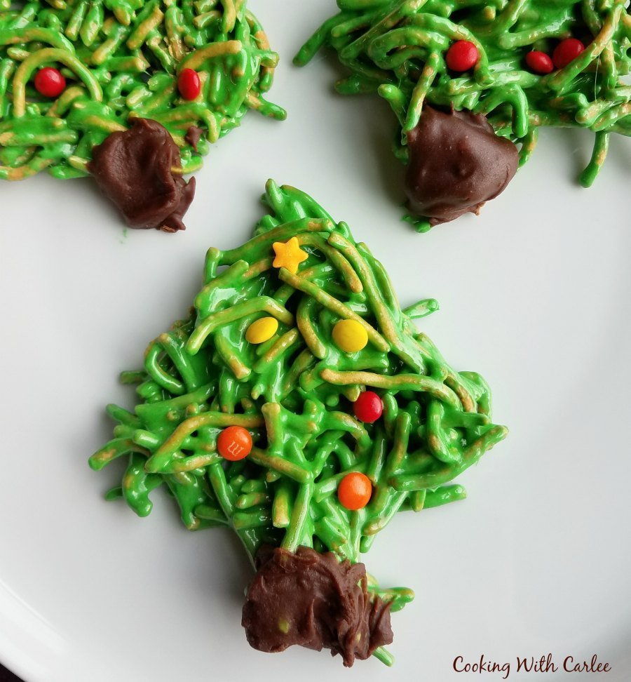 close up of no bake green Christmas tree cookie.