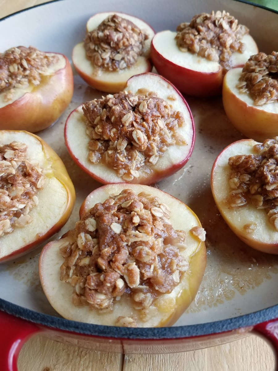 apple crisp baked apples fresh from the oven with golden brown sugar and oatmealfilling