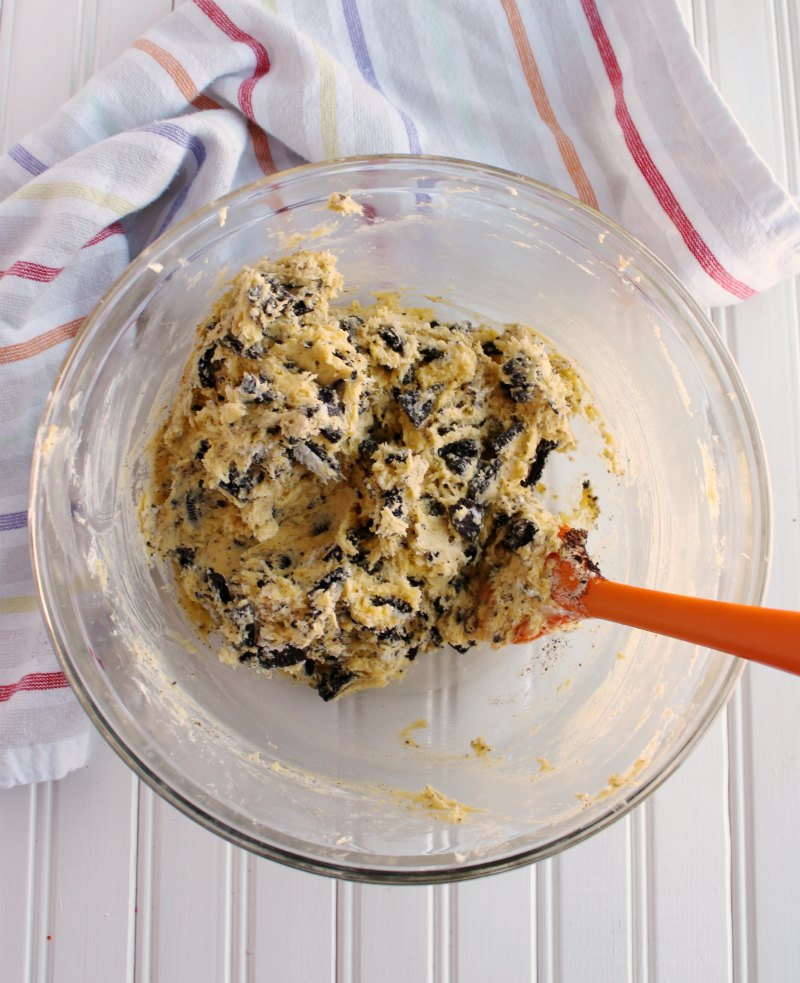 bowl of cookie batter with Oreos folded in.