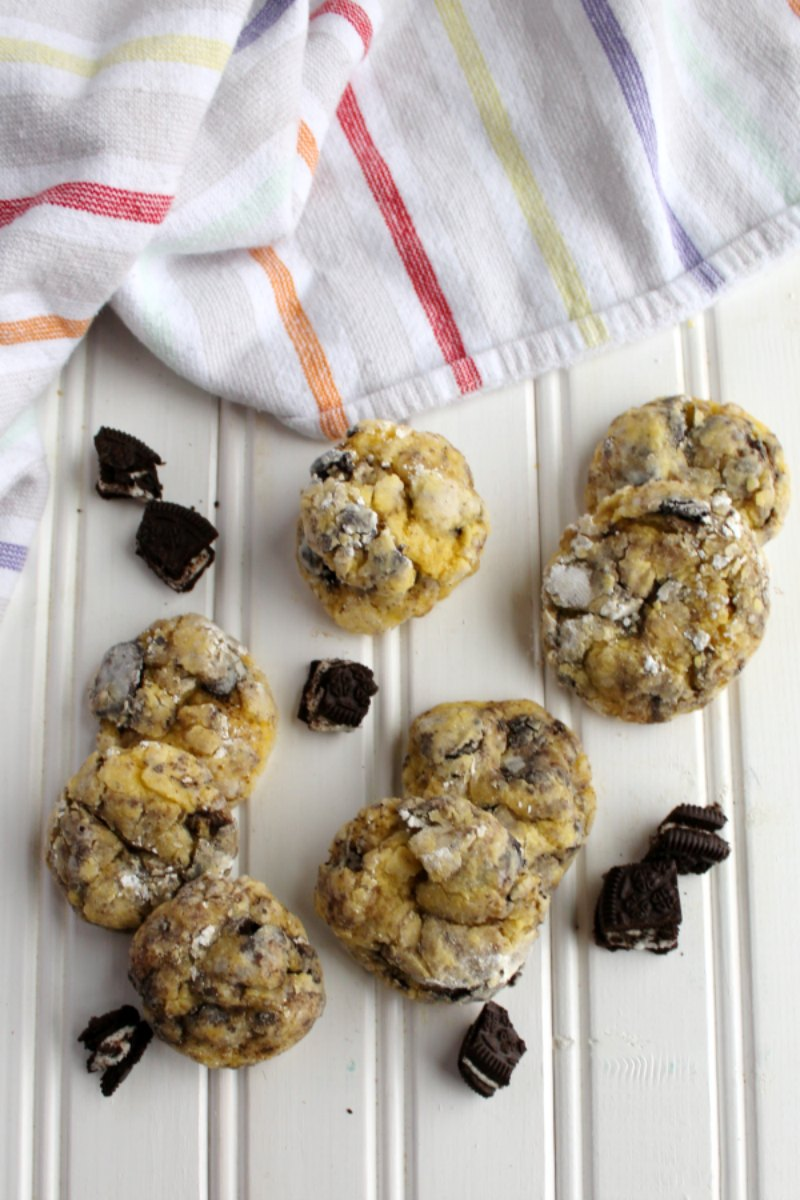 Super simple to make gooey butter cookies dotted with the goodness of chocolate sandwich cookies. These cookies and cream gems are fabulously soft and delicious.