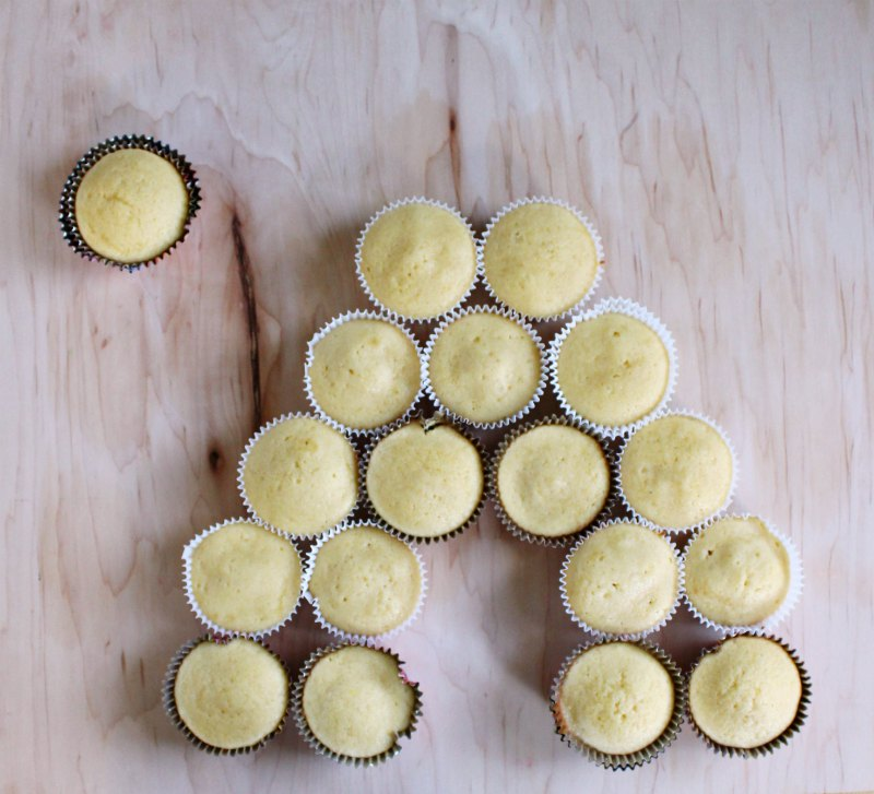plain lemon honey cupcakes laid out for bee hive pull apart cupcake cake.