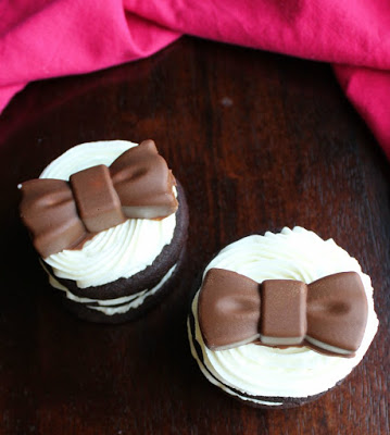 chocolate sandwich cookie stacks with chocolate bows on top