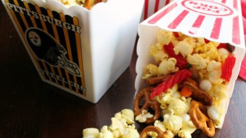 movie2Btheater2Bsnack2Bmix2Bspilling2Bfrom2Bcontainer 1