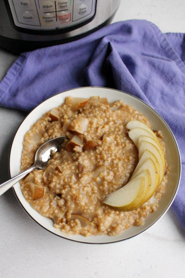 honey pear steel cut oats in front of instant pot