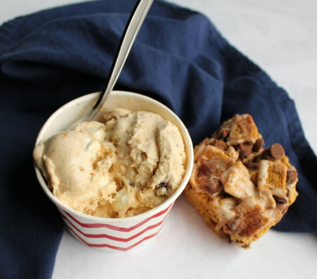 cup of s'mores ice cream next to no bake s'more bar.