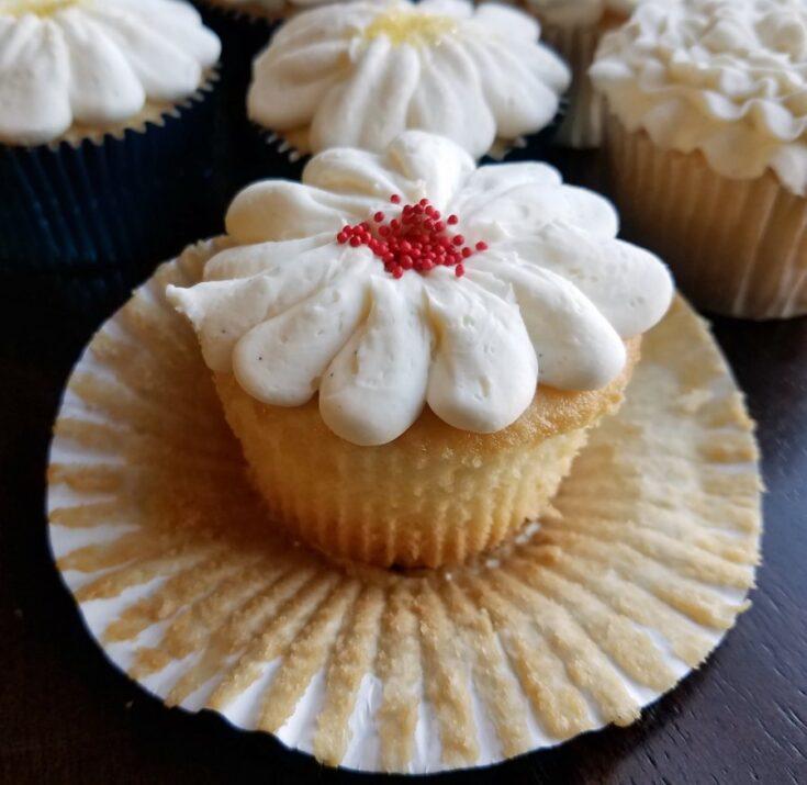white2Bcupcake2Bunwrapped