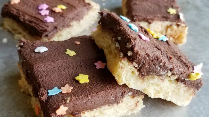 Soft2Bcookie2Bbars2Bwith2Bchocolate2Bfrosting2Band2Bsprinkles 1