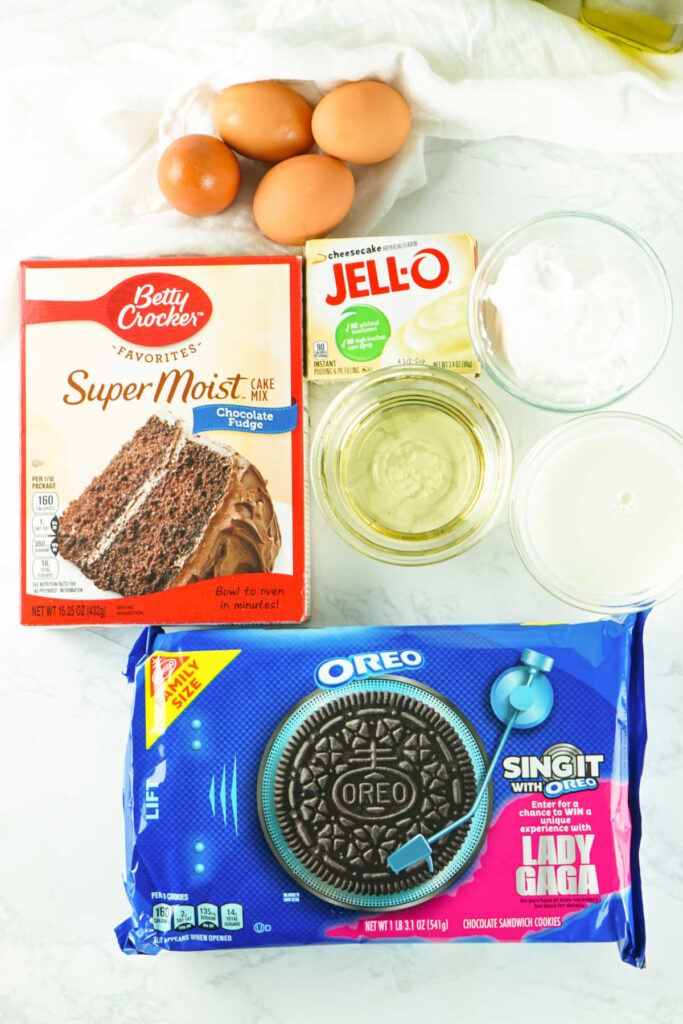 Oreo poke cake ingredients.